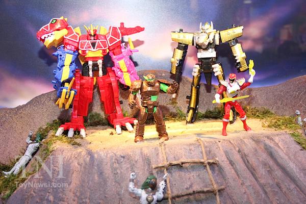 Toyzmag Com 187 Sdcc Power Rangers Legacy