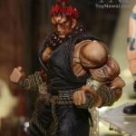 NYCC 2011 : les nouvelles figurines Arkham Asylum et  Street Fighter par  Play Arts Kai
