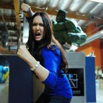 jessica-chobot-lives-out-every-nerds-fantasy-at-gentle-giant-studios