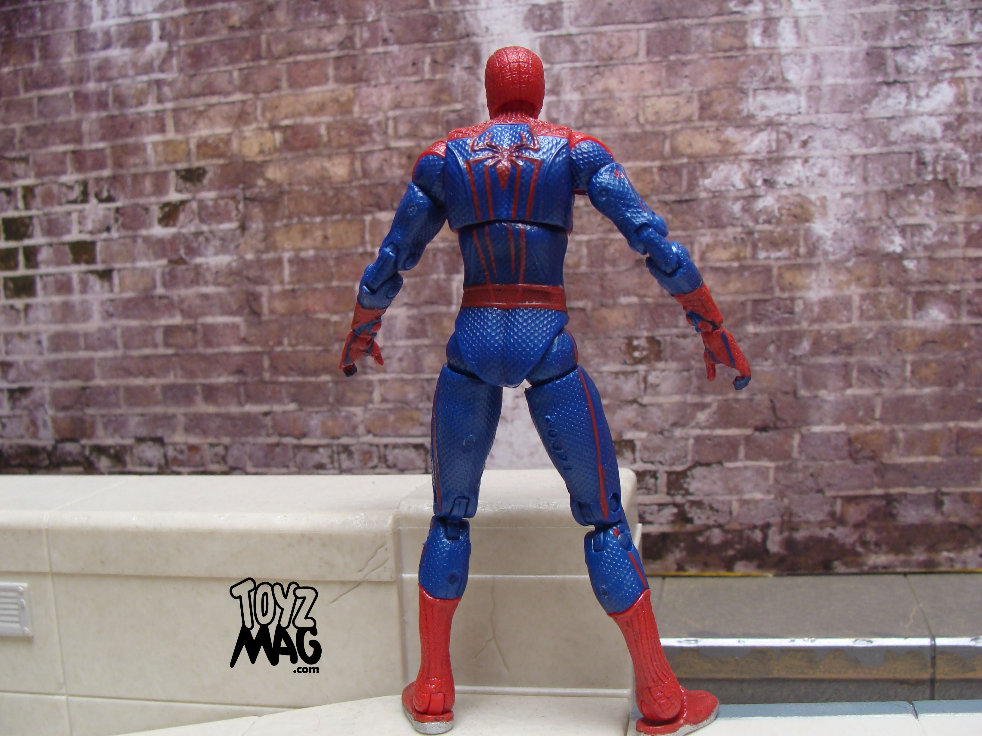 review hasbro spider man the amazing. Black Bedroom Furniture Sets. Home Design Ideas