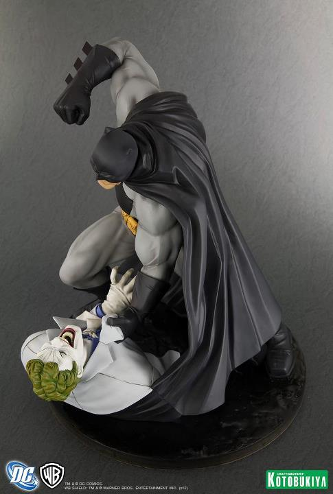 Kotobukiya The Dark Knight Returns Batman ARTFX Statue