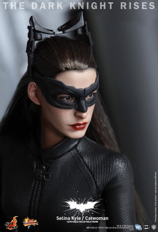 hot toys selina kyle tdkr catwoman 16