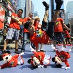 Mattel / Fisher-Price : Mickey fait du breakdance sur Times Square !