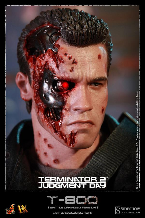 T2 16th scale DX T-800 (Battle Damaged Version) HOT TOYS