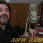 Alain Carrazé et Rafik Djoumi autour d'un AT-AT vintage