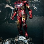 Iron Man Mk VII battle damaged : une exclu Hot Toys pour la sortie d'Iron Man 3