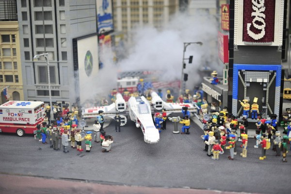 reconstitution LEGO X-Wing Starfighter in Times Square, NYC
