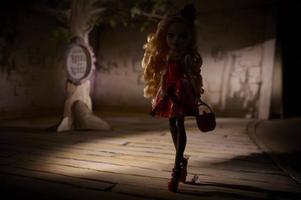 Apple White Ever After High wave1