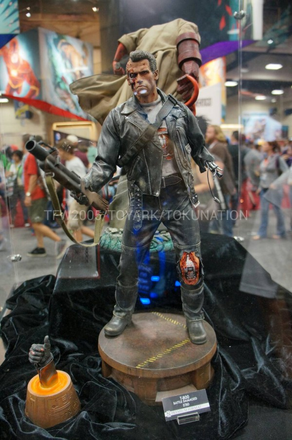 SDCC-2013-Sideshow-Booth-054