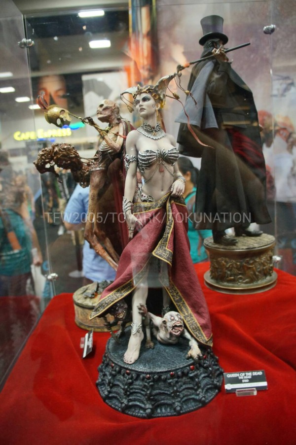 SDCC-2013-Sideshow-Booth-060