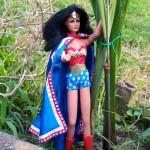 jean-louis simon poupée wonder woman lynda carter mego 1976 se balade jardin