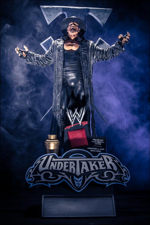 WWE-Icon-Series-Undertaker-Statue-001