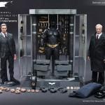 The Dark Knight: Batman Armory with Bruce Wayne & Alfred par Hot Toys