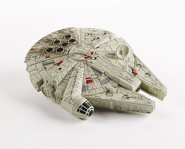 STAR-WARS-COMMAND-MILLENNIUM-FALCON-A8949-a