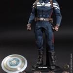 Hot Toys : Captain America (Stealth S.T.R.I.K.E. Suit) et Steve Rogers