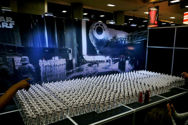 SDCC-2014-Kotobukiya-Star-Wars-Stormtrooper-Display-023