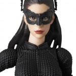 TDKR Catwoman et le Batpod Mafex - les images officielles