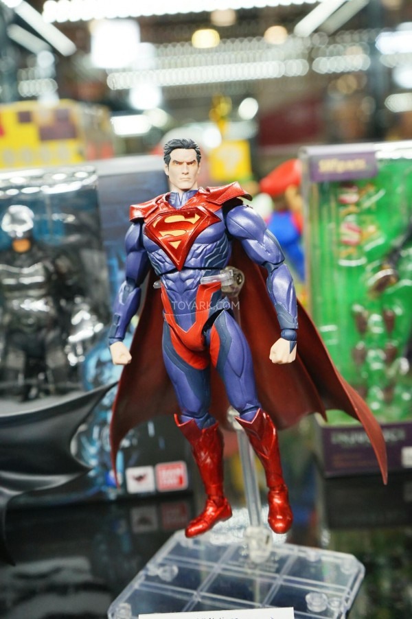 Toy-Fair-2015-Bluefin-Booth-SH-Figuarts-Injustice-006