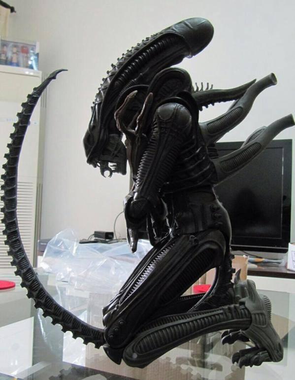 neca 22in alien