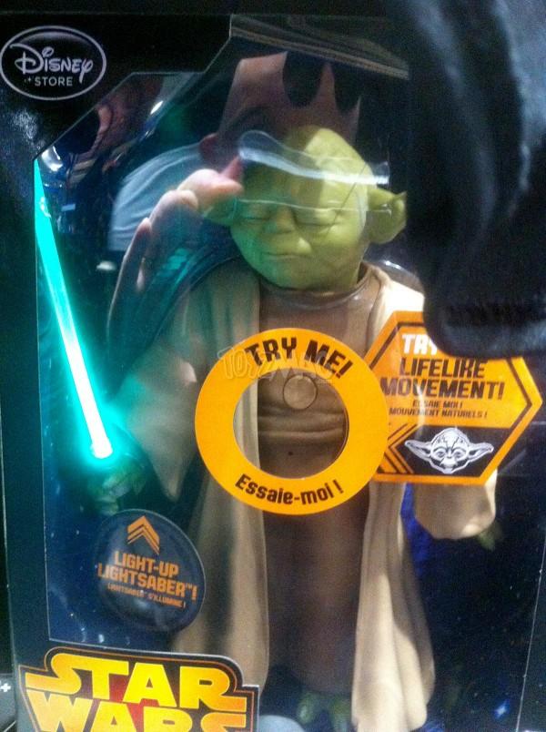 star wars poupée YODA exclu Disney Store