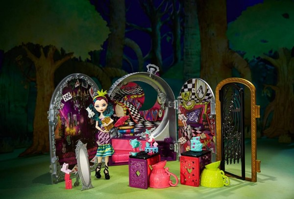 Ever After High special: Way Too Wonderland™ featuring Raven Queen