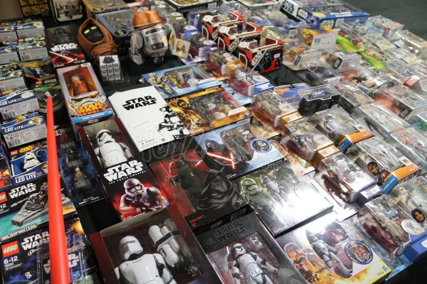 PARIS MANGA 20e éditionstar wars episode 7 le reveilde la force jouet et figurines