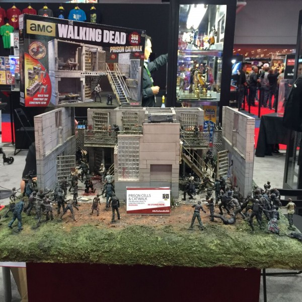 NYCC-Booth-9-twd-prison-cells-catwalk