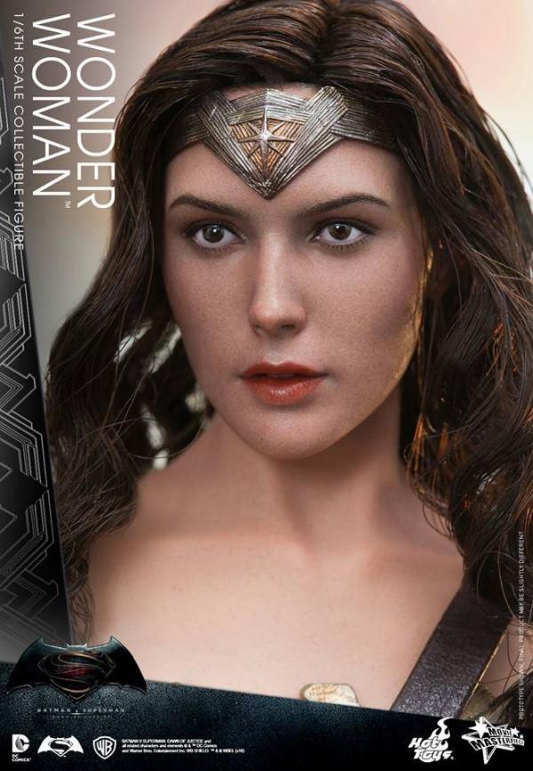 Batman v Superman : Wonder Woman 1/6 par Hot Toys
