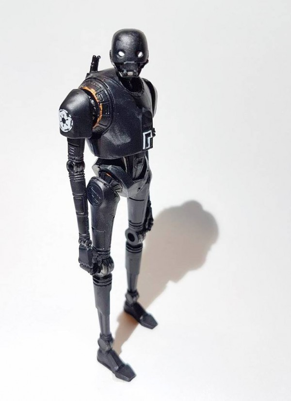 Star Wars Rogue One : la figurine K-2SO en images