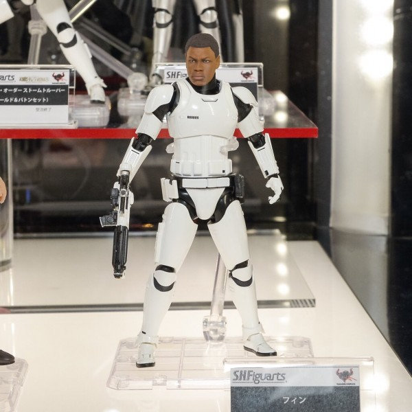 STAR WARS S.H.Figuarts - FN-2187 - The Force Awakens RA18-600x600