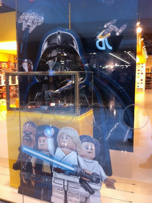 LEGO STORE LEGO STA WARS MAY THE 4 2017
