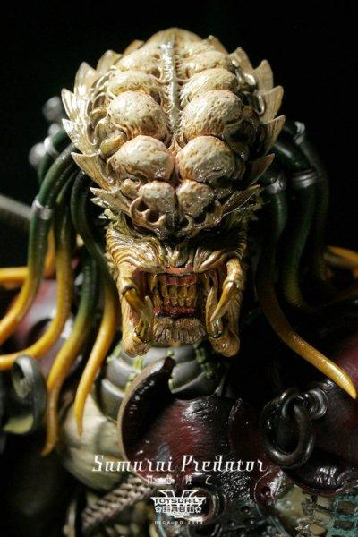http://www.toyzmag.com/wp-content/gallery/avppredatorsamurai/avp-samurai-predator-hot-toys-40.jpg