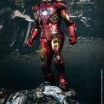 Iron Man Mk VII battle damaged : une exclu Hot Toys pour la sortie d'Iron Man 3