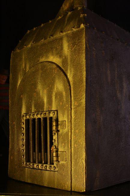 0004-freddy-furnace-diorama-3