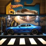 La Chevrolet Camaro Hot Wheel dans un packaging géant à la foire de Paris