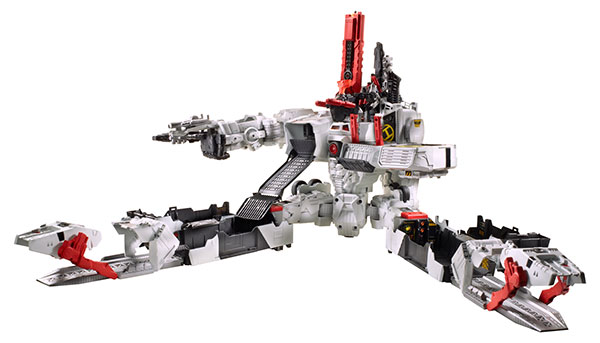 Hasbro-2013-SDCC-Transformers-Titan-Class-Metroplex_city-mode
