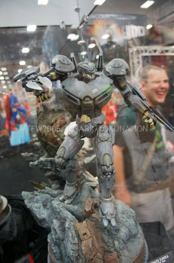 SDCC-2013-Sideshow-Booth-037
