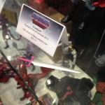 NYCC une mystérieuse épée rose sur le stand MOTUC
