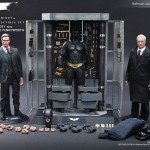 The Dark Knight: Batman Armory with Bruce Wayne & Alfred par Hot Toys