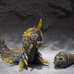 S.H. Monster Arts : Mothra vs Battra Larva Set