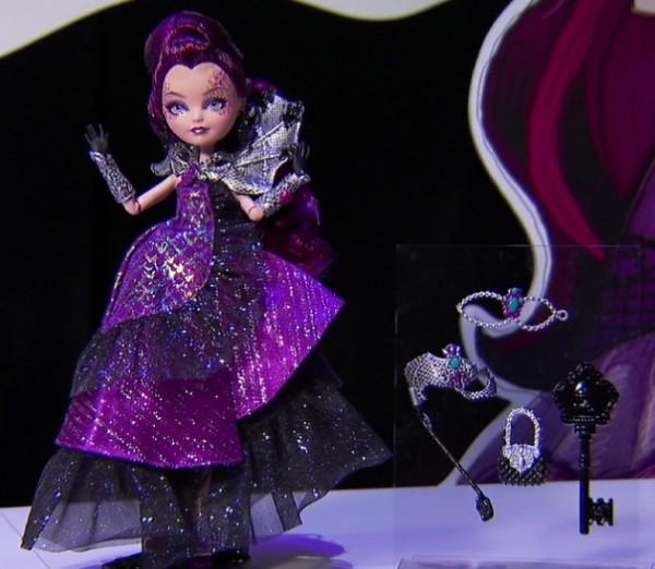 onecoming Toyfair Raven Queen