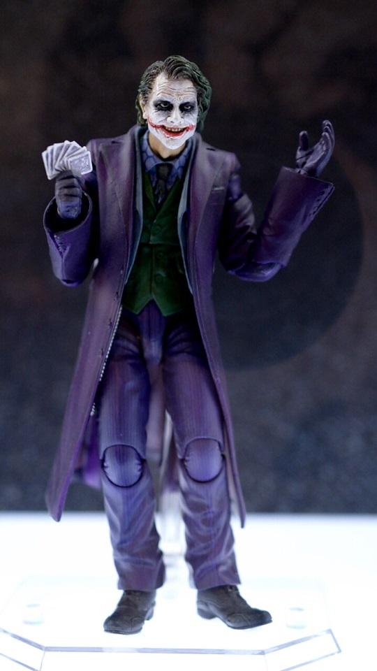 Medicom-The-Dark-Knight-Joker