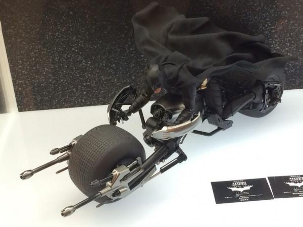 Medicom-The-Dark-Knight-Rises-Batman-Batpod-600x450