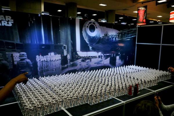 SDCC-2014-Kotobukiya-Star-Wars-Stormtrooper-Display-023