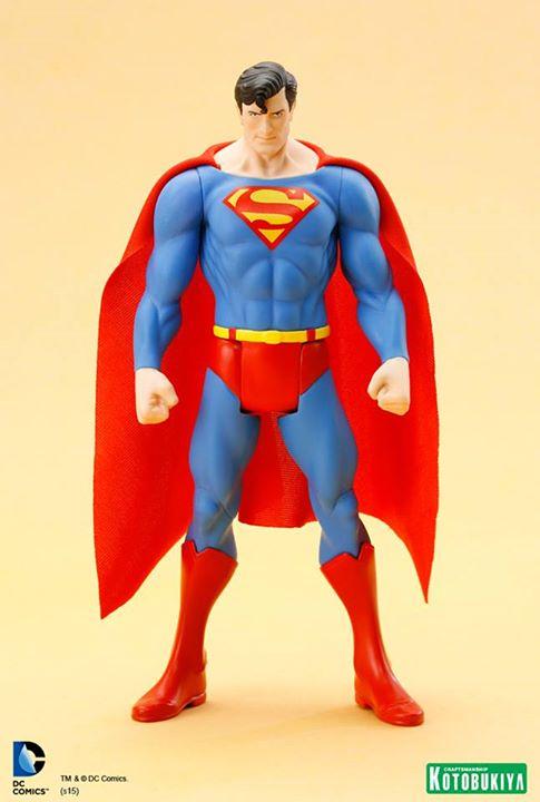 DC Universe Super Powers Superman ARTFX+ Statue