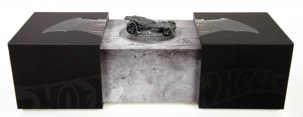 Batman-v-Superman-Hot-Wheels-Batmobile-2