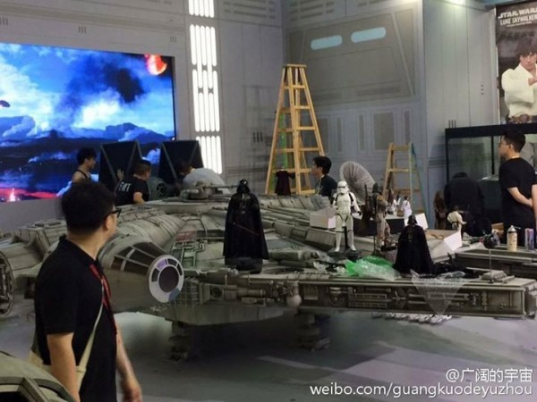 1/6th scale Millennium Falcon HOT TOYS