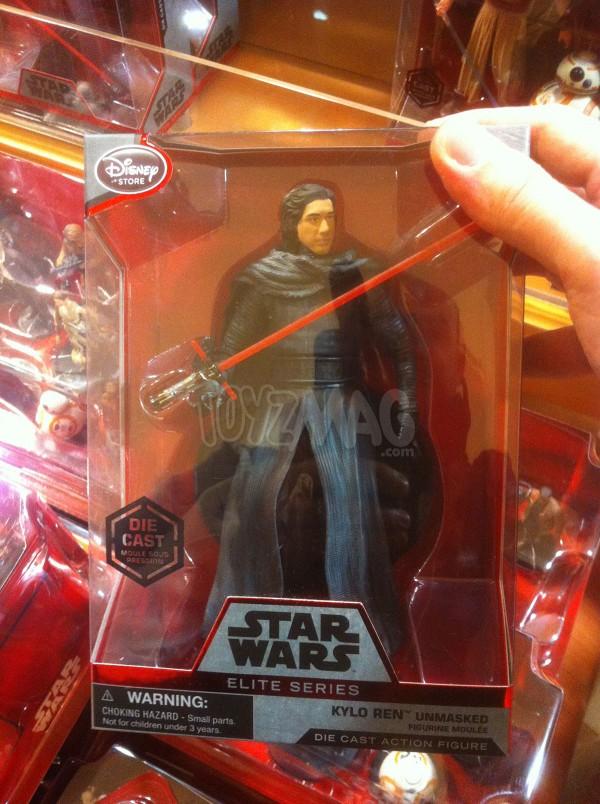 Figurine miniature Kylo Ren démasqué de 15 cm, de la série Elite de Star Wars, disponible sur le DisneyStore.fr au prix de 24,90€- VOIR ICI