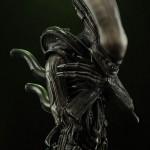 alien-internecivus-raptus-statue-02