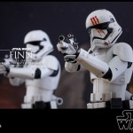 Finn (First Order Stormtrooper Ver.) par Hot Toys